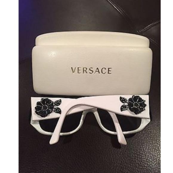90f4e3167942 Versace black white sunglasses